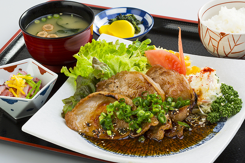 豚ロース生姜焼定食 ¥850(税込¥930)