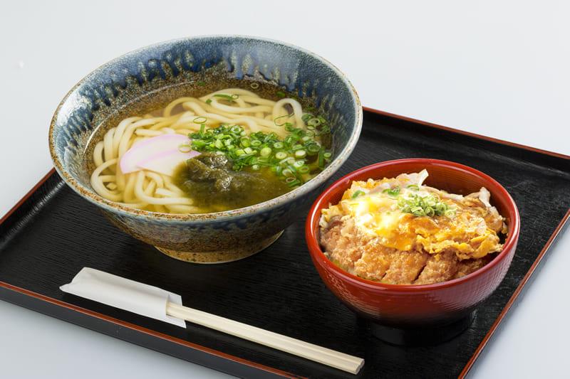 ミニミニかつ丼 うどんセット ¥630(税込¥690)