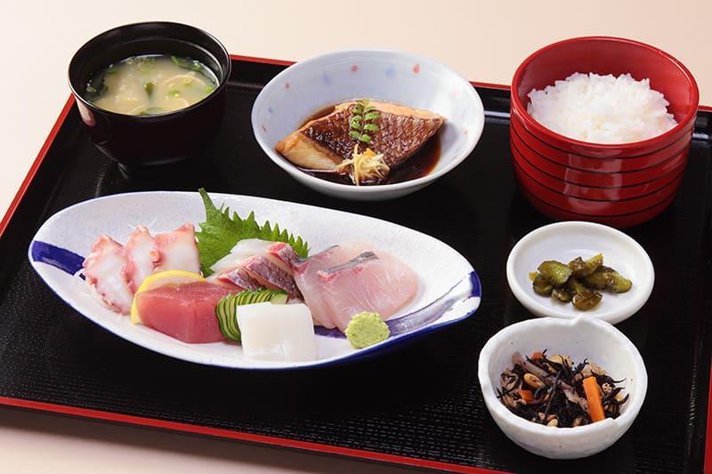 お刺身定食 ¥1,380(税込¥1,510)