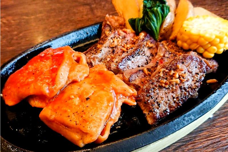 カットステーキ&チキンステーキセット ¥1,380(税込¥1,510)