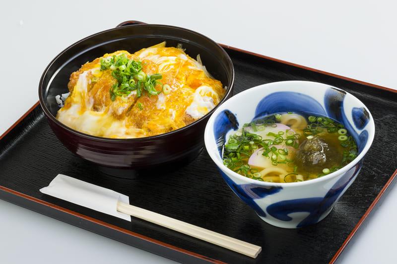かつ丼ミニうどんセット ¥880(税込¥880)