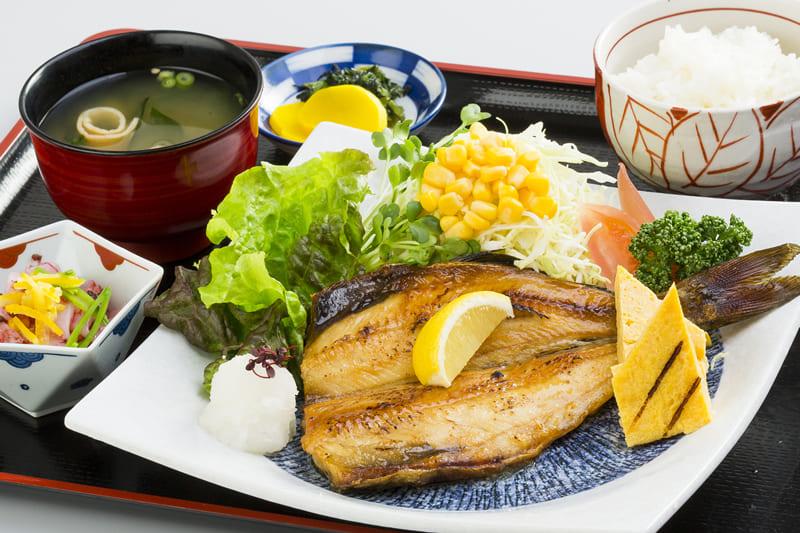 しまホッケ定食 ¥800(税込¥880)