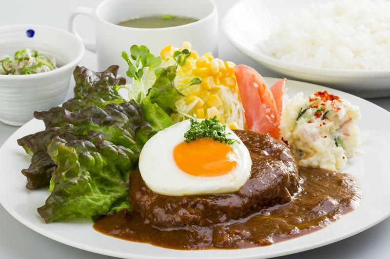 ハンバーグ定食 ¥850(税込¥930)